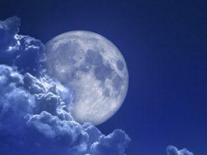 Тяготение Луны